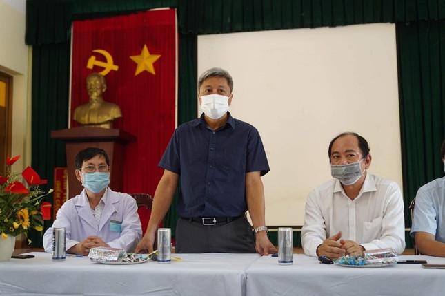 Thứ trưởng Y tế Nguyễn Trường Sơn: Dịch bệnh COVID-19 còn diễn biến khó lường ảnh 1