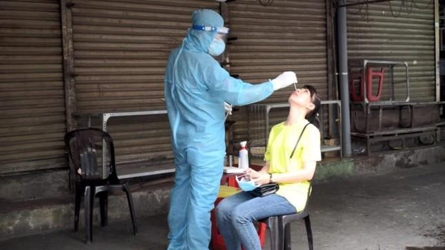 Nhân viên y tế TPHCM 'trắng đêm' mùng 1 Tết lấy mẫu xét nghiệm diện rộng ảnh 7