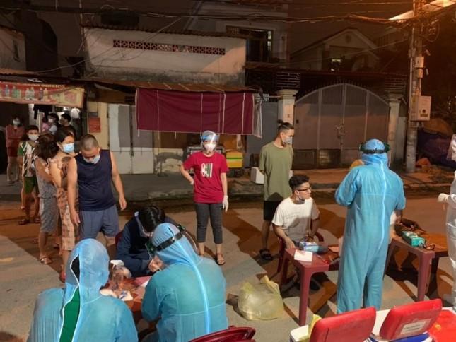 Nhân viên y tế TPHCM 'trắng đêm' mùng 1 Tết lấy mẫu xét nghiệm diện rộng ảnh 13
