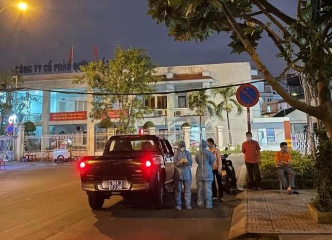 Nhân viên y tế TPHCM 'trắng đêm' mùng 1 Tết lấy mẫu xét nghiệm diện rộng ảnh 4