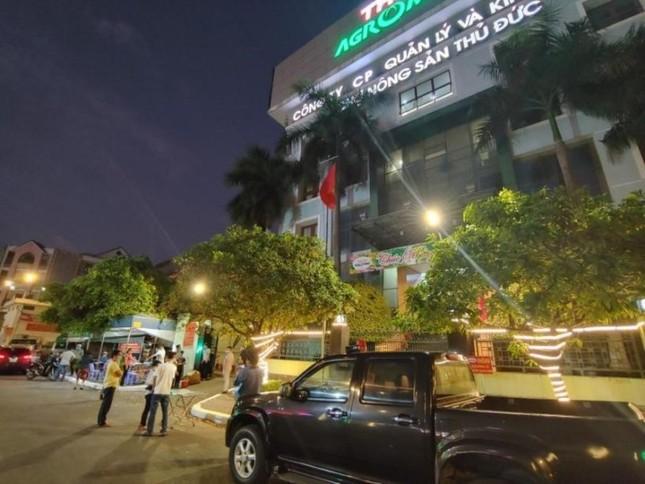 Nhân viên y tế TPHCM 'trắng đêm' mùng 1 Tết lấy mẫu xét nghiệm diện rộng ảnh 9