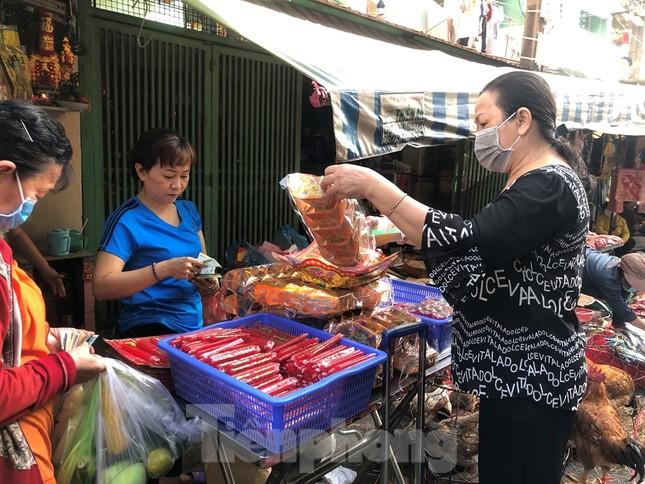 Chen chân mua đồ cúng trước ngày Vía Thần tài ảnh 13