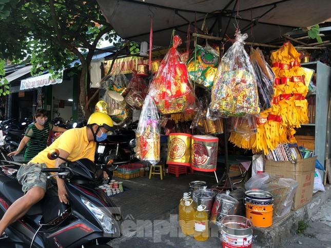 Chen chân mua đồ cúng trước ngày Vía Thần tài ảnh 7