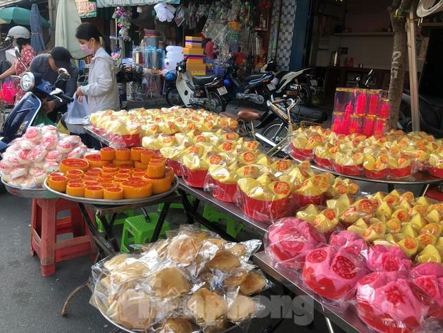 Chen chân mua đồ cúng trước ngày Vía Thần tài ảnh 1
