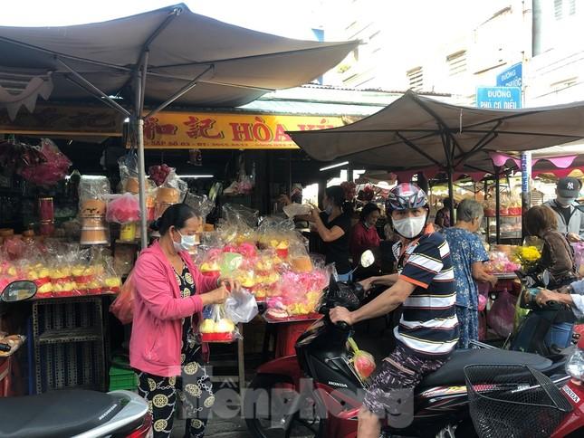 Chen chân mua đồ cúng trước ngày Vía Thần tài ảnh 5