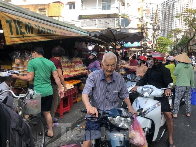 Chen chân mua đồ cúng trước ngày Vía Thần tài ảnh 3