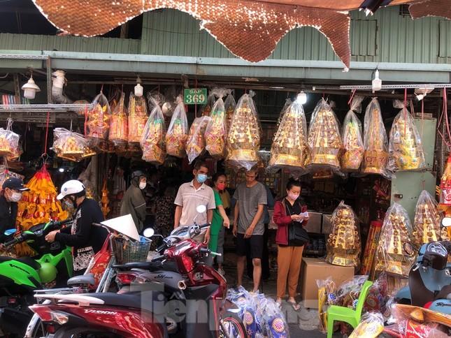 Chen chân mua đồ cúng trước ngày Vía Thần tài ảnh 9