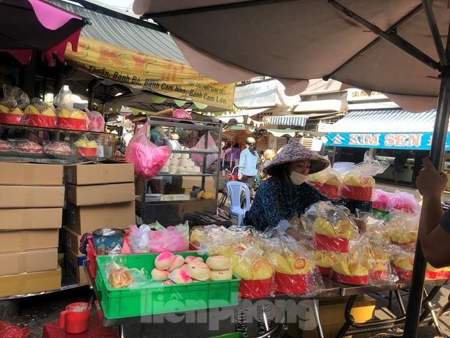 Chen chân mua đồ cúng trước ngày Vía Thần tài ảnh 6