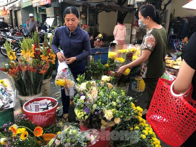 Khách chen lấn chờ mua, cửa hàng heo quay TPHCM 'hốt bạc' ngày Vía Thần Tài ảnh 12