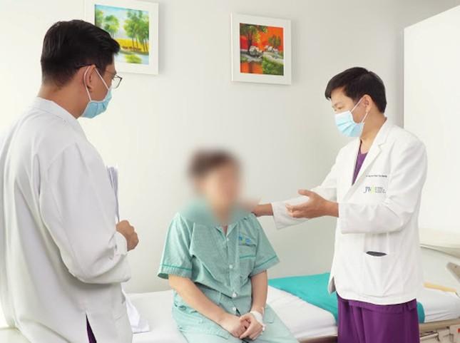 Spa 'bỏ quên' băng gạc trong ngực bệnh nhân sau ca 'nâng cấp vòng 1' ảnh 3
