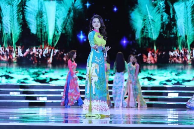 Thí sinh chung kết HHVN 2018 khoe dáng quyến rũ với áo dài ảnh 1