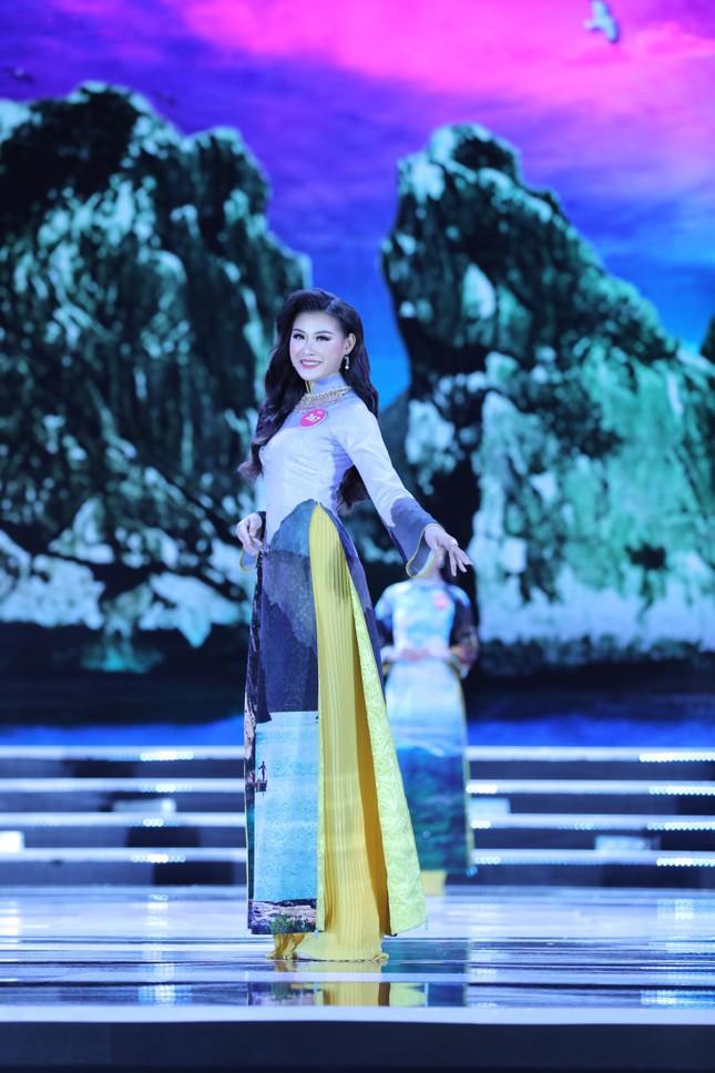 Thí sinh chung kết HHVN 2018 khoe dáng quyến rũ với áo dài ảnh 3