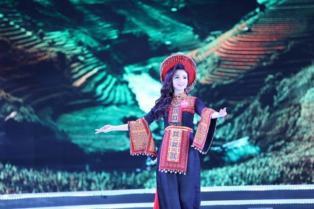 Thí sinh chung kết HHVN 2018 khoe dáng quyến rũ với áo dài ảnh 5