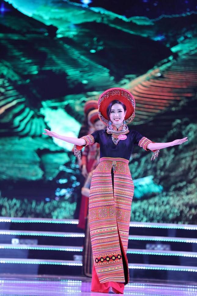 Thí sinh chung kết HHVN 2018 khoe dáng quyến rũ với áo dài ảnh 16
