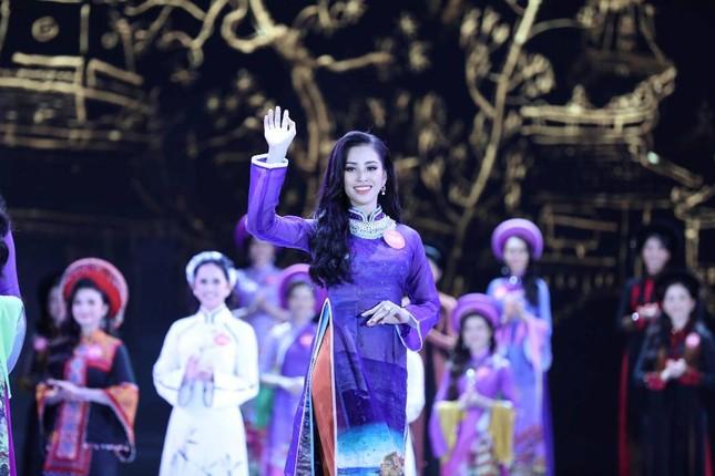Thí sinh chung kết HHVN 2018 khoe dáng quyến rũ với áo dài ảnh 13