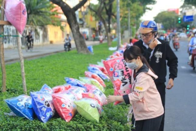 Giá hoa hồng tăng gấp đôi ngày 14/2, nhiều bạn trẻ vẫn chi đậm ảnh 10