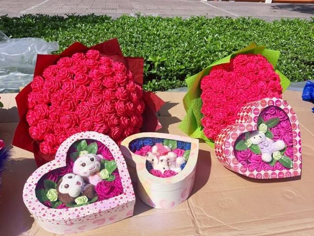 Giá hoa hồng tăng gấp đôi ngày 14/2, nhiều bạn trẻ vẫn chi đậm ảnh 3