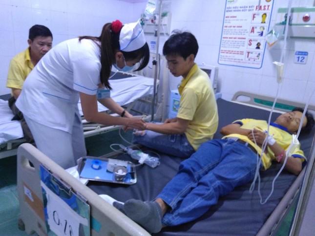 48 công nhân ở TP HCM nhập viện nghi do ngộ độc thực phẩm ảnh 1