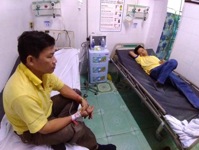 48 công nhân ở TP HCM nhập viện nghi do ngộ độc thực phẩm ảnh 2