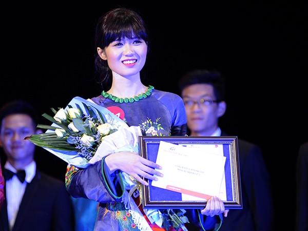 Hoa khôi Đại học FPT muốn... 'ngược đãi chồng' ảnh 19