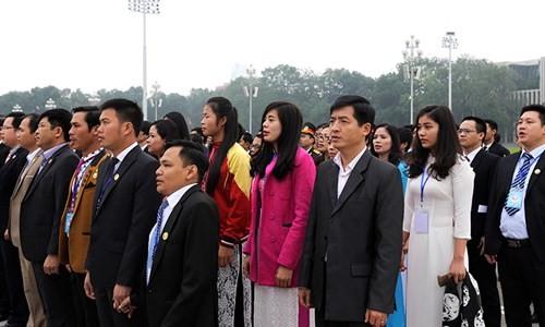 Đại biểu Tài năng trẻ Việt Nam báo công dâng Bác ảnh 3