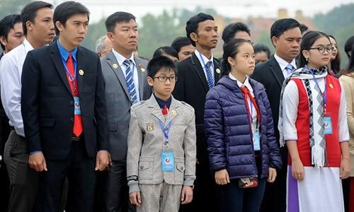 Đại biểu Tài năng trẻ Việt Nam báo công dâng Bác ảnh 4