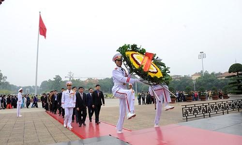 Đại biểu Tài năng trẻ Việt Nam báo công dâng Bác ảnh 6