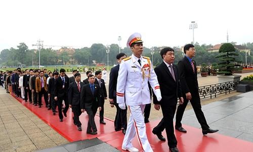 Đại biểu Tài năng trẻ Việt Nam báo công dâng Bác ảnh 7