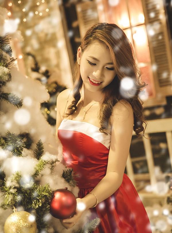 Á khôi Imiss Thăng Long vai trần gợi cảm đón Noel ảnh 8