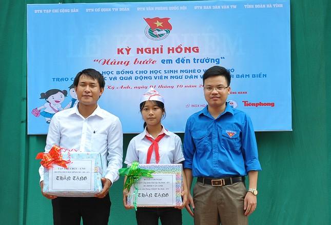 Tặng quà học sinh, ngư dân bị ảnh hưởng sự cố môi trường ảnh 10