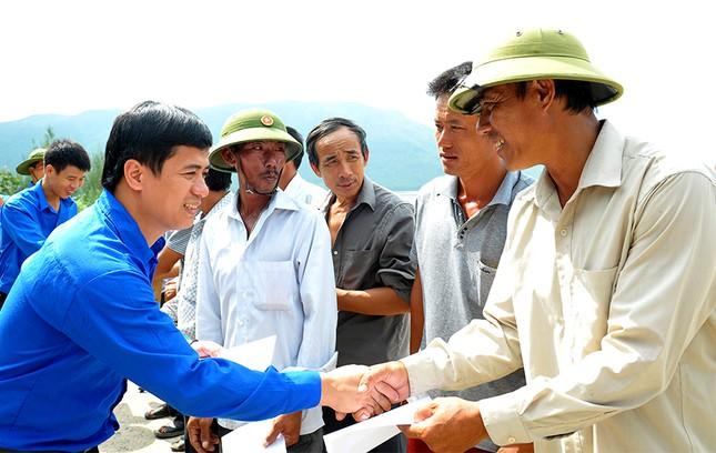 Tặng quà học sinh, ngư dân bị ảnh hưởng sự cố môi trường ảnh 11