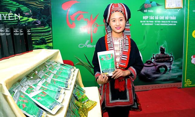 Thiếu nữ Dao khoe sắc đêm hội thưởng trà hữu cơ - Organic ảnh 3
