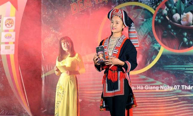 Thiếu nữ Dao khoe sắc đêm hội thưởng trà hữu cơ - Organic ảnh 5