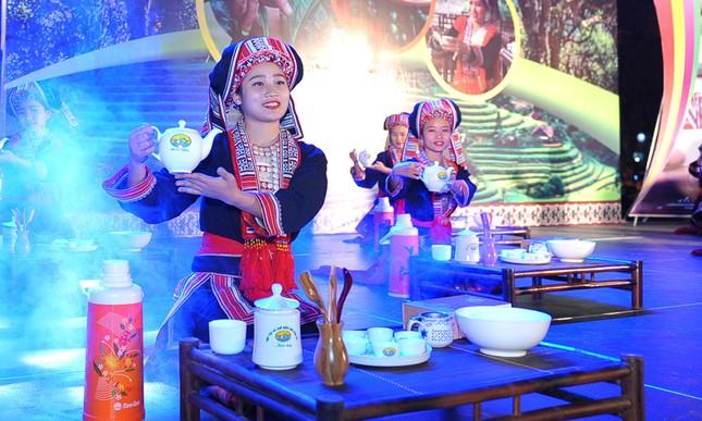 Thiếu nữ Dao khoe sắc đêm hội thưởng trà hữu cơ - Organic ảnh 6