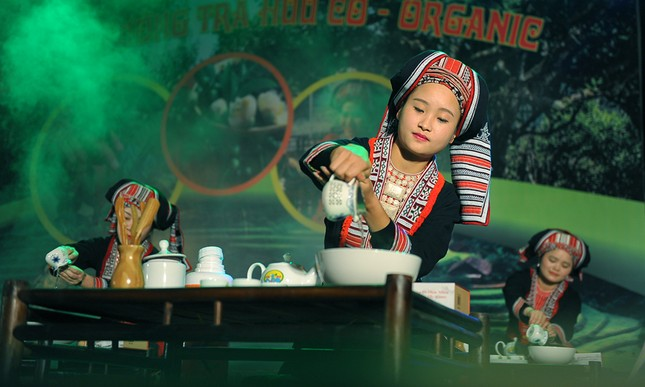 Thiếu nữ Dao khoe sắc đêm hội thưởng trà hữu cơ - Organic ảnh 7