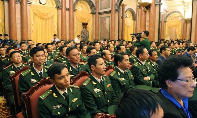Chủ tịch nước gặp gỡ 60 'thầy giáo quân hàm xanh' ảnh 5