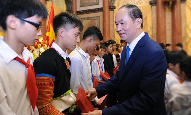 Chủ tịch nước gặp gỡ 60 'thầy giáo quân hàm xanh' ảnh 7