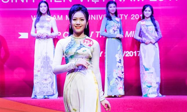 Thí sinh Hoa khôi sinh viên trổ tài múa chén, vẽ tranh trên thuỷ tinh ảnh 7