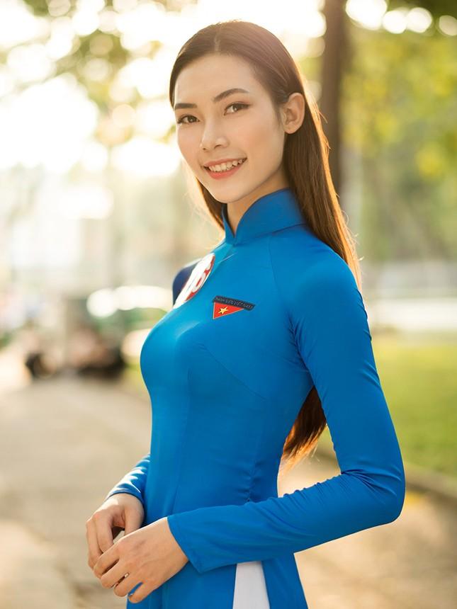 Thí sinh Hoa khôi Sinh viên Việt Nam khoe dáng áo dài thanh niên ảnh 2