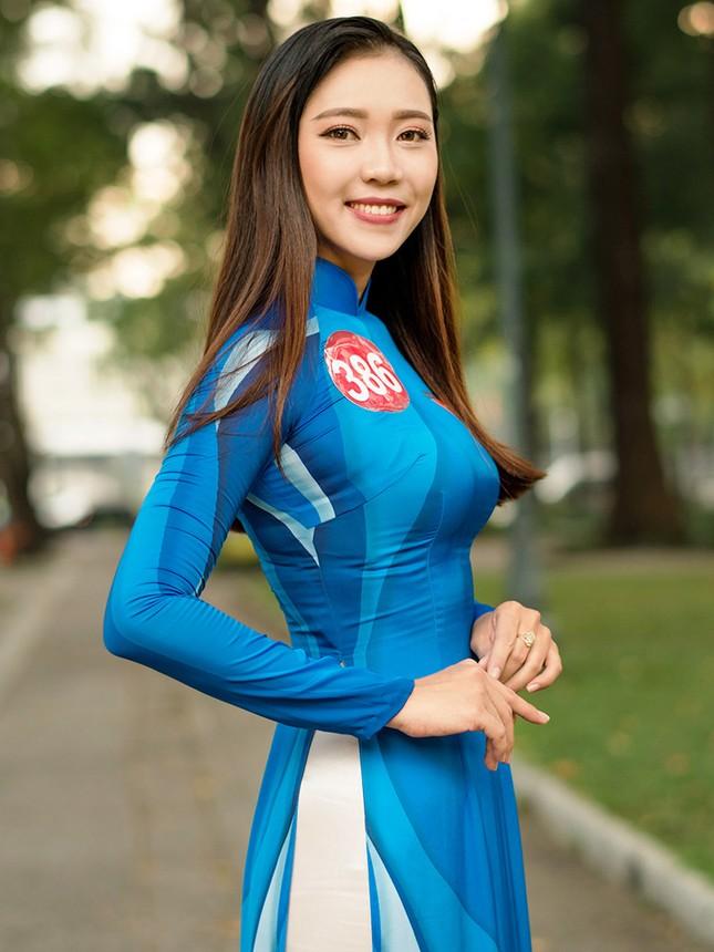 Thí sinh Hoa khôi Sinh viên Việt Nam khoe dáng áo dài thanh niên ảnh 9
