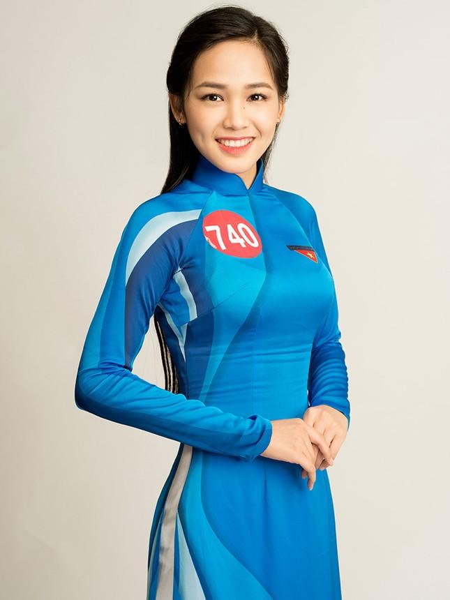 Hoa khôi Sinh viên Việt Nam rạng rỡ khoe dáng ảnh 17