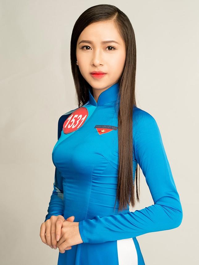 Hoa khôi Sinh viên Việt Nam rạng rỡ khoe dáng ảnh 9