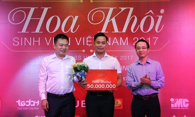Thầy Nguyễn Ngọc Ký tặng sách Hoa khôi Sinh viên Việt Nam ảnh 10