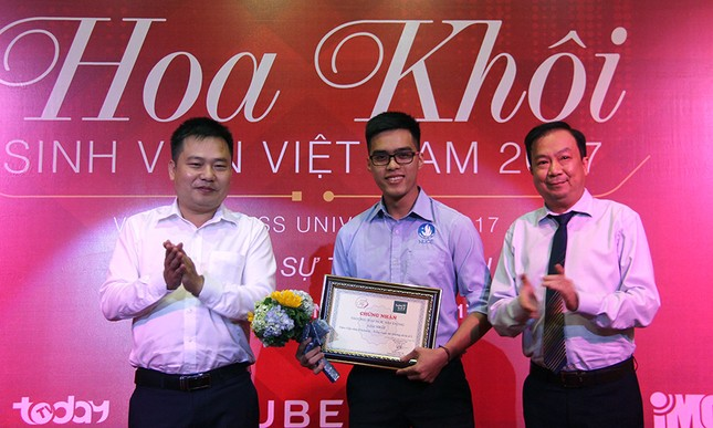 Thầy Nguyễn Ngọc Ký tặng sách Hoa khôi Sinh viên Việt Nam ảnh 9