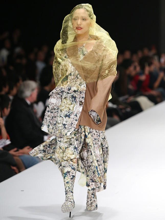 9X bỏ du học theo ngành thời trang, đưa mẹ lên sàn catwalk ảnh 4