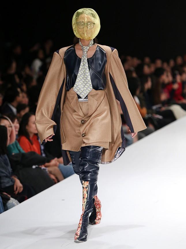 9X bỏ du học theo ngành thời trang, đưa mẹ lên sàn catwalk ảnh 6