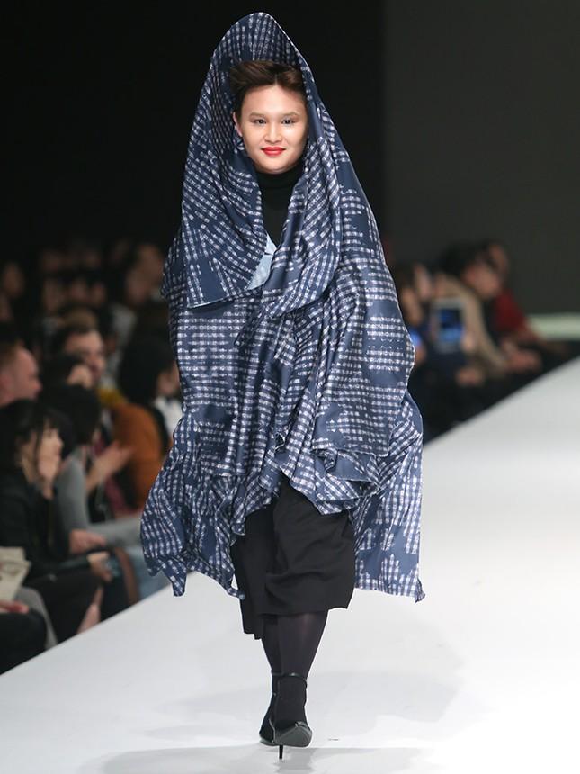 9X bỏ du học theo ngành thời trang, đưa mẹ lên sàn catwalk ảnh 8