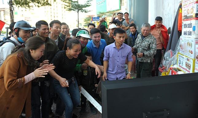 Người Hà Nội 'cháy' cùng U23 Việt Nam ảnh 16