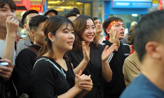 Người Hà Nội 'cháy' cùng U23 Việt Nam ảnh 9