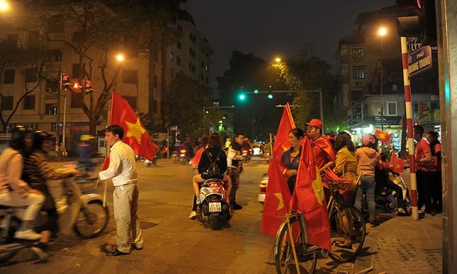 Kiếm bộn tiền đêm ăn mừng chiến thắng của tuyển U23 Việt Nam ảnh 3